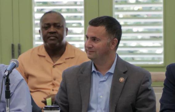 Americký kongresman Darren Soto príjma dary na podporu do volieb aj v kryptomenách