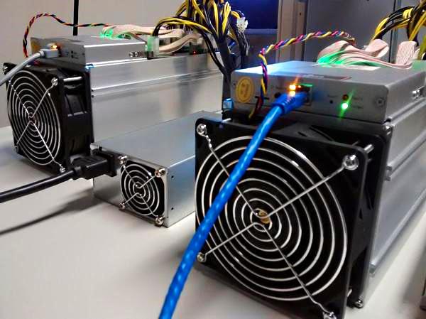 """Tieto 2 Korporácie bojujú o """"titul"""" najväčšieho Bitcoin mining datacentra v USA. 28 tisíc ks minerov?"""